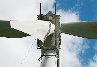 Maintenance work on the blades of a wind turbine - p429m1047165 by Mischa Keijser
