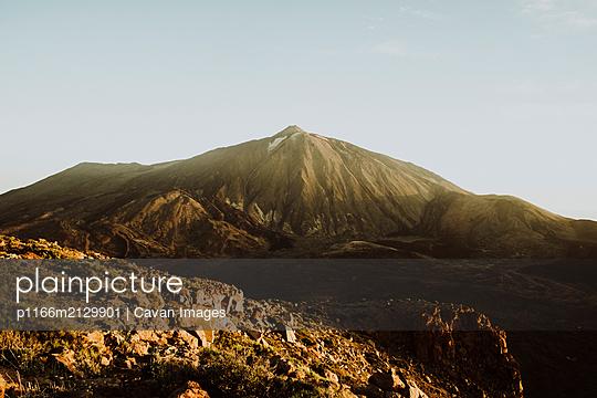 Mount Teide seen from peak of Guajara at sunrise - p1166m2129901 by Cavan Images