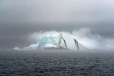 Eisberg im Nebel - p1486m1564257 von LUXart