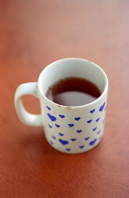 Becher mit Tee - p1650013 von Andrea Schoenrock