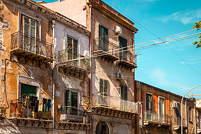 Residential houses in Palermo - p382m2186076 by Anna Matzen