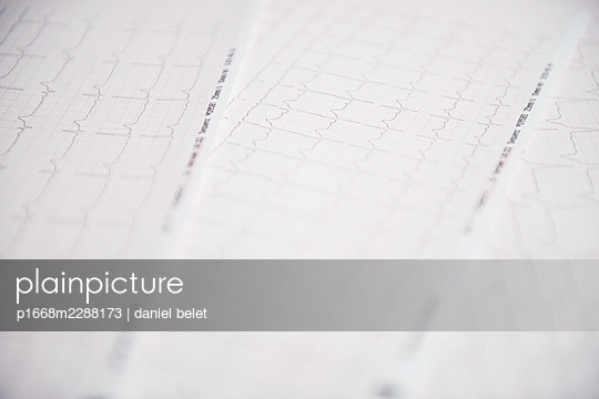 ECG recordings - p1668m2288173 by daniel belet