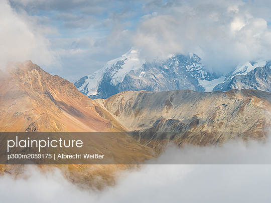 Border region Italy Switzerland, mountain landscape with snowcapped Ortler - p300m2059175 by Albrecht Weißer