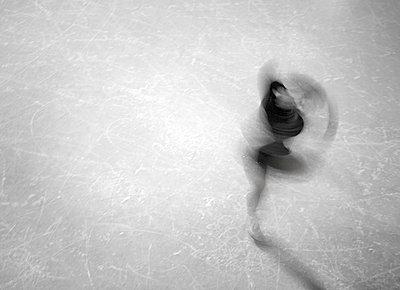 Figure skater - p1195m984739 by Kathrin Brunnhofer