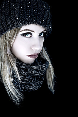 Blonde woman with black scarf and knit hat - p1445m2128299 by Eugenia Kyriakopoulou