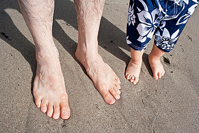 Close up of father and son's feet - p535m815696 by Michelle Gibson