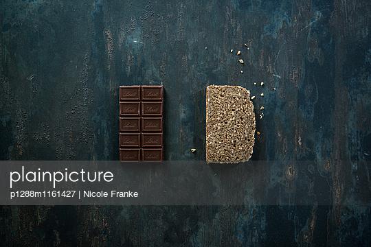 Schokolade und Vollkornbrot - p1288m1161427 von Nicole Franke