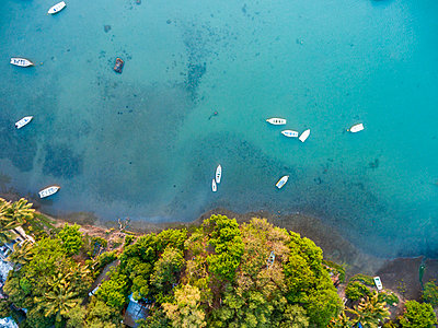 Mauritius, Riviere Noire, La Gaulette, Boats on the water, drone view - p300m2023537 by Michael Malorny