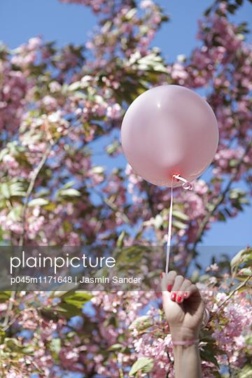 Luftballon-Romantik - p045m1171648 von Jasmin Sander
