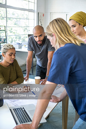 junge Leute Business/ Start up /Entwickler - p1156m1572844 von miep