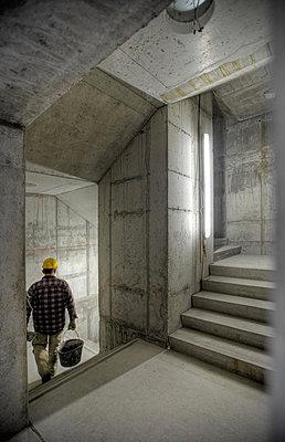 Bauarbeiter im Rohbau - p1099m882647 von Sabine Vielmo