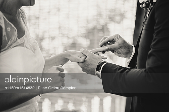 Wedding ring moment - p1150m1514832 by Elise Ortiou Campion