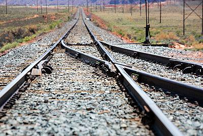 Gleise durch Landschaft in Utah - p1057m1466801 von Stephen Shepherd