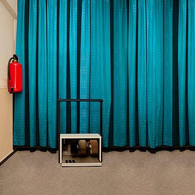 Motel, Shoe polishing machine - p230m2152702 by Peter Franck