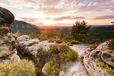 Germany, Saxony, Saxon Switzerland, Kleiner Zschand and Winterstein at twilight - p300m1356435 by Fabian Pitzer