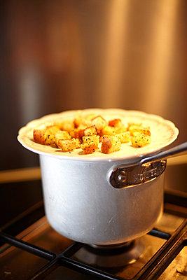 Teller mit Croutons - p8970025 von MICK