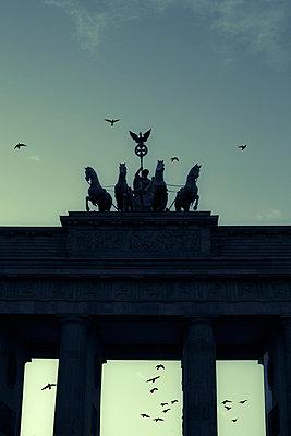 Brandenburger Tor - p975m883345 von Hayden Verry