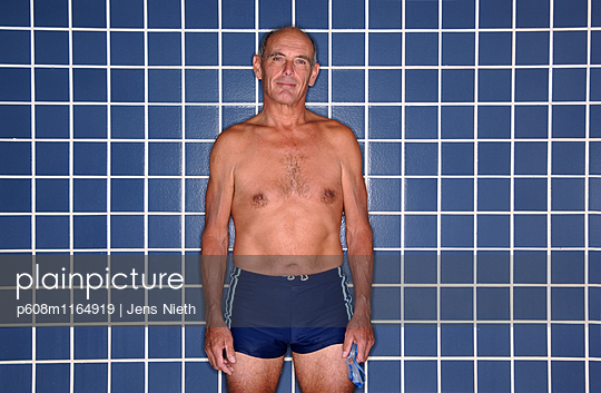Schwimmen - p608m1164919 von Jens Nieth