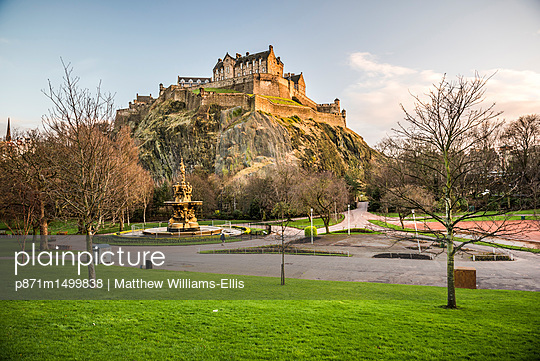 Edinburgh Castle, UNESCO World Heritage Site, seen from Princes Street Gardens at sunset, Edinburgh, Scotland, United Kingdom, Europe