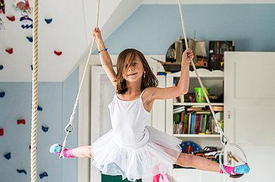 Girl doing splits while hanging - p312m1407614 by Fredrik Schlyter