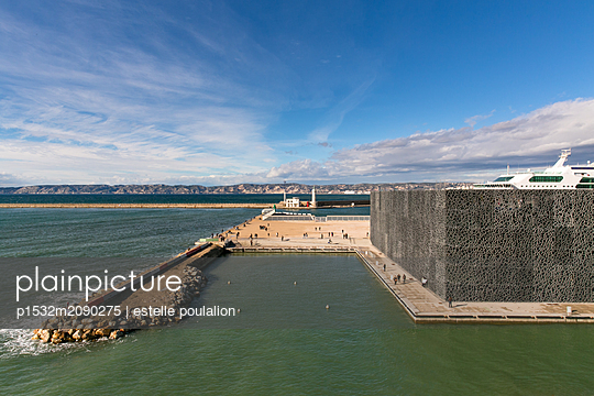 Old harbour in Marseille - p1532m2090275 by estelle poulalion