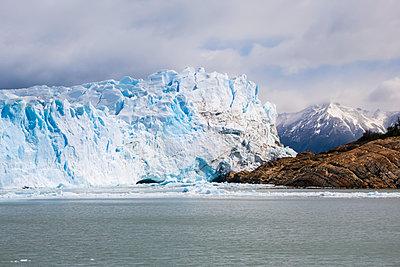 Perito Moreno Glacier in Los Glaciares National Park in Argentinian Patagonia, near El Calafate; Santa Cruz Province, Argentina - p442m1449066 by Alvis Upitis