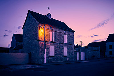 Street lamp on residential house at dawn - p1312m2270000 by Axel Killian