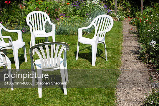 Gartenstühle - p1057m1146806 von Stephen Shepherd