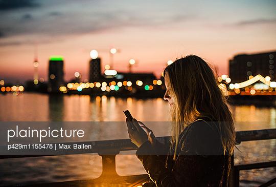 p429m1155478 von Max Bailen
