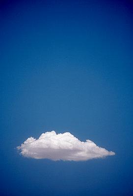 Single white cloud - p1125m1042662 by jonlove