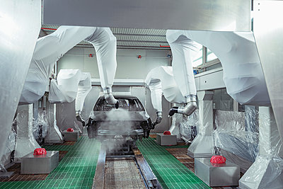 Robot paint spraying car bodies in car factory - p429m2136538 by Monty Rakusen