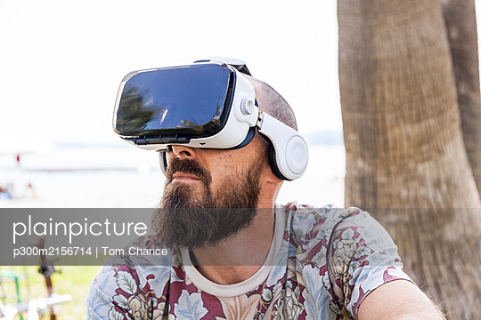 Mature man with virtual reality glasses - p300m2156714 by Tom Chance