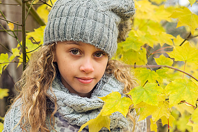 Portrait of a girl in autumn - p1323m1190240 by Sarah Toure