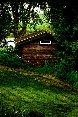 Verstecktes Gartenhaus - p248m817049 von BY