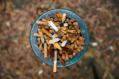 Ashtray full of cigarettes outside - p30119876f by Marc Volk