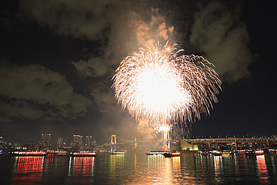 Fireworks in Odaiba bay, Tokyo, Japan - p307m1036208f by Rodrigo Reyes Marin