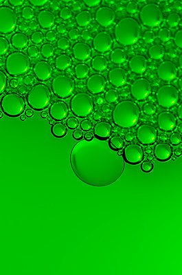 Bubbles in green - p1544m2116474 by Mirka van Renswoude
