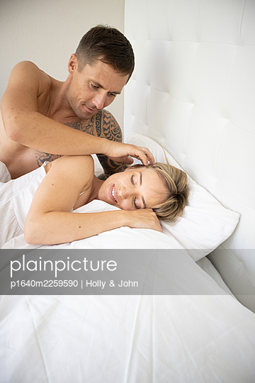 Couple in love lying in bed - p1640m2259590 by Holly & John