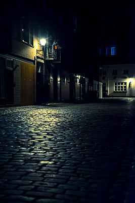 Straße bei Nacht - p1170m1516286 von Bjanka Kadic