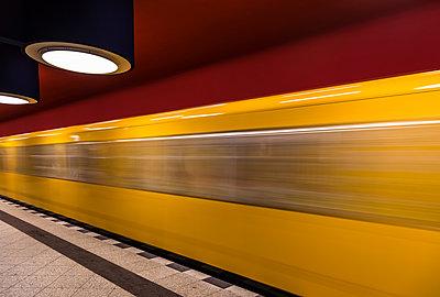 U-Bahn in Berlin - p1256m2098946 von Sandra Jordan