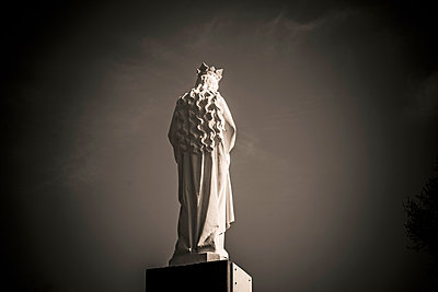 Statue of holy Virgin - p813m1223515 by B.Jaubert