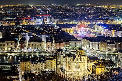 Lyon bei Nacht - p910m1467721 von Philippe Lesprit