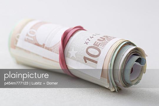 Saving money - p454m777123 by Lubitz + Dorner