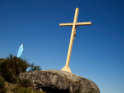 Statue of the Blessed Virgin on a pilgrimage - p813m904309 by B.Jaubert