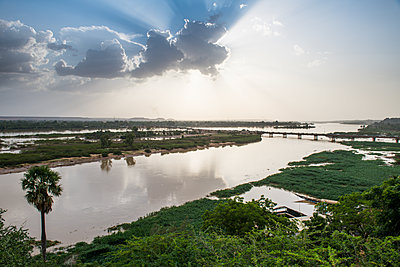 Niger river at sunset, Niamey, Niger, West Africa, Africa - p871m2178285 by Michael Runkel