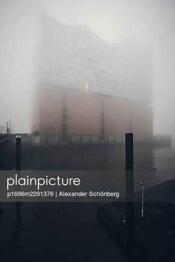 Elbe Philharmonic Hall in morning mist - p1696m2291376 by Alexander Schönberg