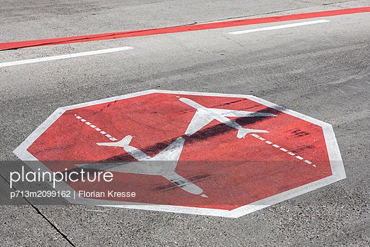 p713m2099162 by Florian Kresse