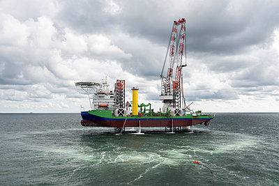 Offshore wind energy - p1079m1092231 by Ulrich Mertens