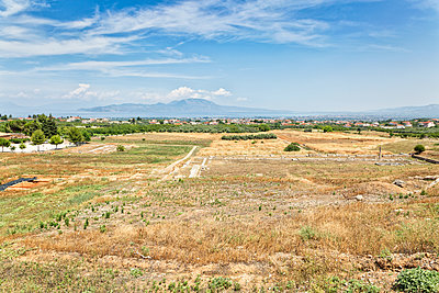 Greece, Peloponnese, ancient excavation site Sikyon - p300m2023947 von Maria Maar