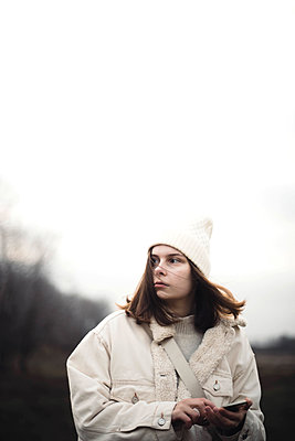 Portrait of a beautiful young woman in warm clothes outdoors - p1166m2153393 by Cavan Images